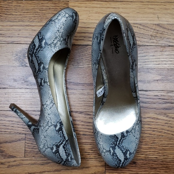 Mossimo Supply Co. Shoes - Mossimo Faux Snakeskin Heels Sz 6.5